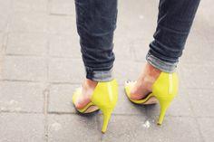Neon Sandals : H