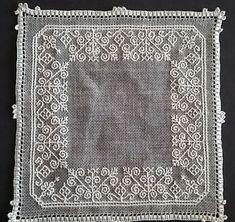 Dilvarosa: centro Caterina De' Medici Kasuti Embroidery, Beaded Embroidery, Hand Embroidery, Black Work, Mani, Bargello, Geometry, Needlework, Beading