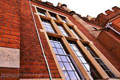 Lesley's Girls- Vintage Lifestyle and Fashion Blog: Heritage Town #building #window #elizabethan