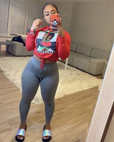 Look at more ideas about Styles outfits, Plunder clothes and Woman style. Chill Outfits, Swag Outfits, Dope Outfits, Casual Outfits, Fashion Outfits, Mode Kylie Jenner, Look Body, Vetement Fashion, Black Girl Fashion