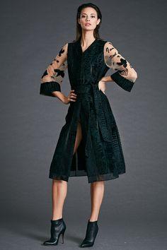Dennis Basso Pre-Fall 2017 Collection Photos - Vogue