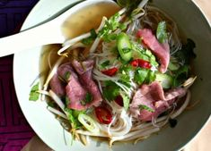 Culy Homemade: snelle pho (Vietnamese noedelsoep) - Culy.nl Asian Recipes, Ethnic Recipes, Noodle Soup, Noodles, Spaghetti, Low Carb, Homemade, Meat
