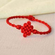 Chinese knots (中国结) Jewelry Knots, Bead Jewellery, Macrame Jewelry, Knit Bracelet, Bracelet Crafts, Jewelry Crafts, Diy Bracelets Easy, Woven Bracelets, Macrame Bracelet Patterns