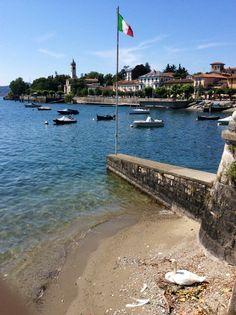 Il lago, il cigno, la bandiera, #Lesa ( #Novara #Piedmont #Italy )