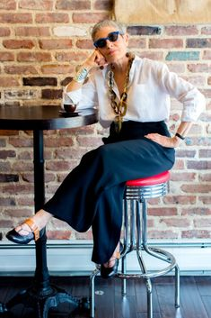 Best Fashion Tips For Women Over 60 - Fashion Trends Over 60 Fashion, Mature Fashion, Older Women Fashion, Fashion Over 50, Fashion Tips For Women, Mode Ab 50, Stylish Older Women, Advanced Style, Aging Gracefully