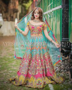 Bridal mehndi dresses - Gorgeous 💕 Styled by events and pr Wardrobe Jewellery… Pakistani Mehndi Dress, Bridal Mehndi Dresses, Pakistani Formal Dresses, Pakistani Wedding Outfits, Indian Bridal Outfits, Bridal Dress Design, Pakistani Bridal Dresses, Pakistani Wedding Dresses, Pakistani Dress Design