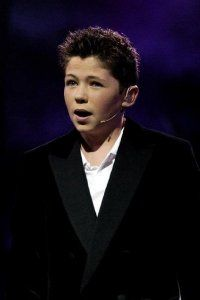 Damian McGinty then..... this is when I fell in love with him. WAY before the Glee Project. I consider myself a true fan.