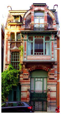 Architecture in Brussels Gustave Strauven Maison Van den Heede, 1902 Rue de l'Abdication - 1000 Bruxelles. It's a little out there but fun! Architecture Design, Architecture Art Nouveau, Historical Architecture, Amazing Architecture, Beautiful Buildings, Beautiful Homes, House Beautiful, Unusual Buildings, Art Nouveau Arquitectura