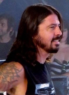 Dave Grohl. cool pic. missin kurtsyday. appreciations.