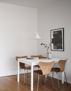 50 Beautiful Scandinavian Dining Room Design Ideas - Now it is easy to dine in style with traditional Swedish dining chairs. Entertain friends as well as show off your wonderful Swedish home furniture. Ikea Dining Room, Family Dining Rooms, Dining Room Design, Dining Chairs, Living Room, Room Interior, Interior Design, Beautiful Dining Rooms, Dining Room Inspiration