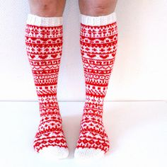 Joulukalenterisukat 2015 / christmas calendar socks by Niina Laitinen on ravelry Knitting Videos, Knitting Charts, Loom Knitting, Knitting Socks, Knitting Patterns, Wool Socks, Knit Mittens, Knit Art, Funky Socks