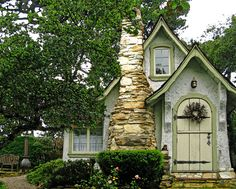 This Small Town's Fairytale Cottages Are the Most Charming Homes You've Ever Seen