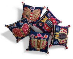 Pillows by Anna Wengdin, via Hej Tjorven: Brodera på ylle - Borduren op wol Crewel Embroidery, Embroidery Patterns, Scandinavian Embroidery, Wooly Bully, Felt Pillow, Wool Quilts, Wool Art, Penny Rugs, Wool Pillows
