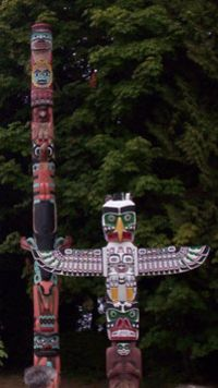 Vancouver City Sightseeing Tour - Visit the totem poles in Stanley Park! Granville Island Vancouver, Vancouver City, Totems, Native Art, Native American Art, Indian Articles, Cigar Store Indian, Emily Carr, Stanley Park