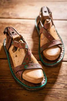 Make your own beautiful leather sandals, sandalmaking eBook #sandalmaking #sandalmakingbook