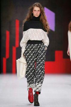 Ksenia Seraya, Ready-To-Wear, Москва Knitwear Fashion, Knit Fashion, 90s Fashion, Runway Fashion, Fashion Outfits, Womens Fashion, Fashion Trends, Pullover Upcycling, Winter Stil