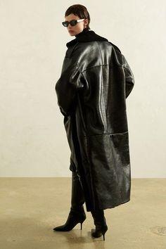 Magda Butrym Otoño Invierno Pret-A-Porter - Pasarela Fashion 2020, Fashion Show, Fashion Design, Vogue Paris, Édito Vogue, Style Photoshoot, Nathalie Portman, Magda Butrym, Fashion Photography Inspiration