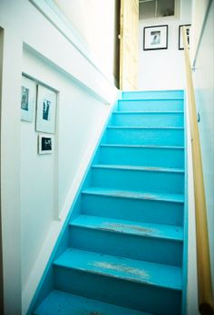 painted stairs -- not the color, but the fact that the trim is the same color as the stairs, which I think I will do for the sake of not killing myself with trim cutting-in.
