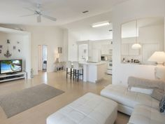 Great entertaining space! Fits plenty of friends & family!