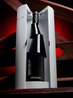 Sorprendente y atractiva propuesta de diseño para una botella de vino, creado por el diseñador Karim Rashid.  Una propuesta que 'deconstruye' la botella y rompe con todos los moldes conocidos.