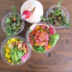 The poke shack on Melrose serving up Hawaiian style poke, smoothies, acai bowls, and over 20 Hawaiian style tropical drinks!