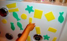 Mały konstruktor w wannie Potrzebujecie:  kilka kolorowych, celulozowych ściereczek nożyczki porę kąpieli
