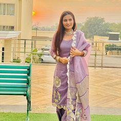 Punjabi Girls, Punjabi Suits, Embroidery Suits, Embroidery Fashion, Punjabi Models, Shalwar Kameez, Girl Pictures, Ethnic, Kimono Top