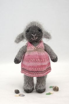 I would love this lamb done in white for our sweet baby girl!   adorable free Ravelry pattern