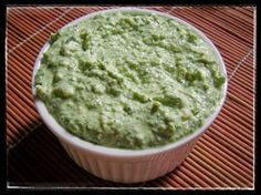 Basil pesto adds a punch of flavour to any dish but can be expensive with its pine nuts.with cottage cheese, the fat is reduced . Lunch Box Recipes, Snack Recipes, Healthy Dips, Healthy Recipes, Sandwich Fillers, Sandwich Spread, Small Desserts, No Sugar Foods, Basil Pesto
