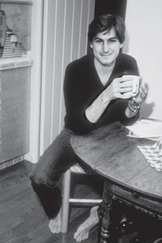 Steve Jobs, saved by his birth mother, and then adopted, well-loved to the benefit of us all! Thank-you dear Birthmother! Bill Gates Steve Jobs, Steve Jobs Apple, Steve Wozniak, Steve Jobs Photo, Nespresso, All About Steve, Apple Picture, Lift Off, Birth Mother