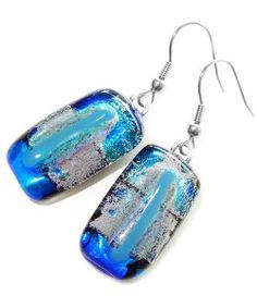 Handgemaakte oorbellen van blauw dichroide glas!