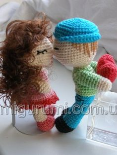 Amigurumi crochet kissing dolls. (Free pattern but not in English so…