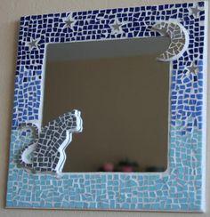 chat au clair de lune mosaique de chat miroir en mosaique réalisé avec Mirror Mosaic, Mosaic Art, Mosaic Crafts, Diy Photo, Decorative Items, Picture Frames, Diy And Crafts, Projects To Try, Decoration