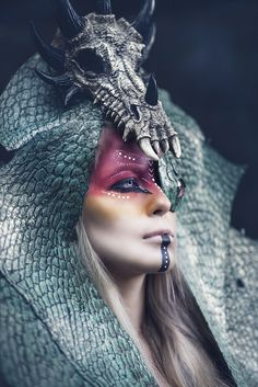 This headpiece though :o simply amazing!.. Make-up from darkbeautymagazine