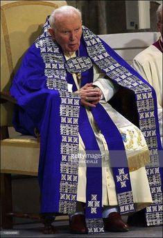 Pope John Paul II is shown here. A very amazing pope. Catholic Saints, Roman Catholic, Papa Juan Pablo Ii, Juan Xxiii, Losing My Religion, Archangel Raphael, Pope John Paul Ii, Papa Francisco, Saint John