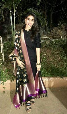 Simple yet elegant Plain black kurta with a rich black & purple black color kurta for ladies - Black Things Salwar Designs, Kurta Designs Women, Kurti Designs Party Wear, Blouse Designs, Dress Indian Style, Indian Dresses, Indian Outfits, Indian Designer Suits, Indian Ethnic Wear