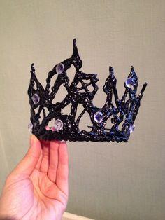 Schwarze Krone mit Strass als Accessoire zum Black Swan Kostüm