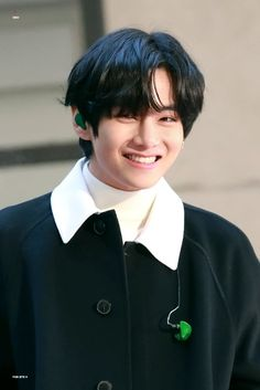 Find images and videos about bts, smile and jungkook on We Heart It - the app to get lost in what you love. Daegu, Taehyung Selca, Taehyung Smile, Bts Kim, Vlive Bts, Foto Bts, Kpop, V Smile, Lovely Smile
