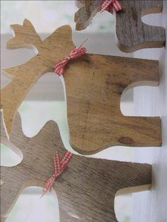 Simpele decoratie figuurzagen doe je uit een restant dik stukje zacht hout en volgens Engelse traditie de leukste simpele voorstellingen figuurzagen. Hieronder