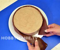 Dobrůtka nad všechny jiné: Čokoládový dortík s cesmínou – Hobbymanie.tv Tv, Ethnic Recipes, Food, Television Set, Essen, Meals, Yemek, Eten, Television