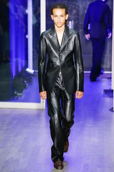See all the Collection photos from Wales Bonner Spring/Summer 2018 Menswear now on British Vogue Gents Fashion, Fashion 2018, Fashion Men, Bonner Springs, Wales Bonner, London Fashion Week Mens, Military Looks, All Black Everything, Vogue Russia