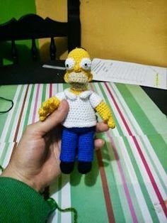Crocheted Homer Simpson Amigurumi - FREE Crochet Pattern and Tutorial