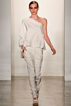 Zero + Maria Cornejo - Spring 2012 Ready-to-Wear - Look 1 of 42
