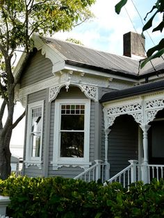 I had no idea how beautiful the homes in New Zealand are. Auckland has suburb after suburb of beautifully restored tradition wooden houses...