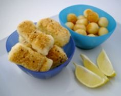 Perfect for toddlers or finger food at your child's birthday party, these fish bites are really simple to make and taste great! Get the kids to help you crumb the fish. Easy Toddler Meals, Kids Meals, Toddler Recipes, Toddler Food, Fish Recipes, Baby Food Recipes, Cooking Recipes, Detox Recipes, Kitchen Recipes
