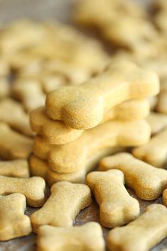 Homemade Dog Food DIY And Crafts: Homemade Peanut Butter Dog Treats - The easiest homemade dog treats ever - simply mix, roll and cut. Easy peasy, and so much healthier than store-bought! Puppy Treats, Diy Dog Treats, Healthy Dog Treats, Healthy Food, Homeade Dog Treats, Dog Biscuit Recipes, Dog Treat Recipes, Dog Food Recipes, Simple Dog Biscuit Recipe