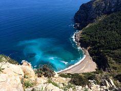 Obwohl Mallorca gern mal überlaufen ist, gibt es einsame Buchten wie Sand am Meer. Die Platja des Coll Baix ist nur zu Fuß zu erreichen - nach dem ...
