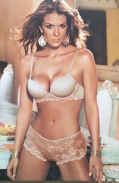 Tatiana De Los Ríos Modelo Colombiana Everything And Nothing, Bikinis, Swimwear, Bra, Fashion, Templates, Bathing Suits, Moda, Swimsuits