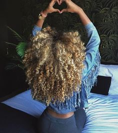 Top 23 Long Curly Hair Ideas of 2019 - Style My Hairs Dyed Natural Hair, Natural Hair Tips, Dyed Hair, Natural Hair Styles, Love Hair, Big Hair, Gorgeous Hair, Blonde Curls, Blonde Afro