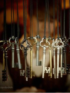 bassfenderguy:  Love old keys….A wind chime would be a cool idea..